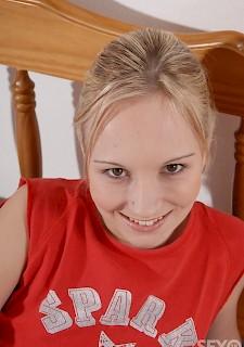 Masturbieren nackt teenager Very Young