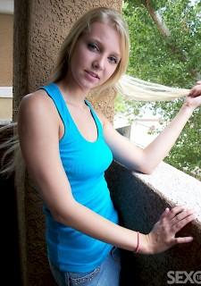 sexy Marina im Minirock Foto & Bild portrait, portrait
