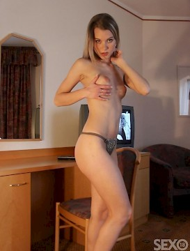very hot shaved blonde babe