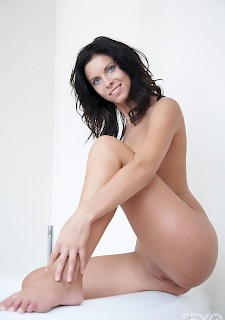 Sexy brunette 30+ milf with hot body